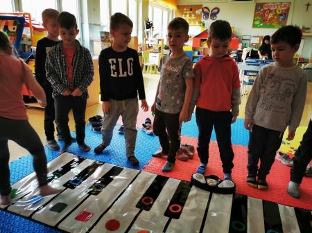 Zabawy na pianinie Motylki